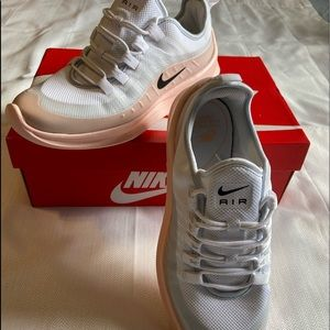 Nike Air Max Axis Women's Size 9US White/Coral